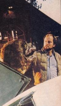 Specjalista od efektór Peter Knowlton z mechanicznym Cujo - obrazek