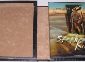 """""""The Little Sisters of Eluria"""" - książka w pudełku - obrazek"""