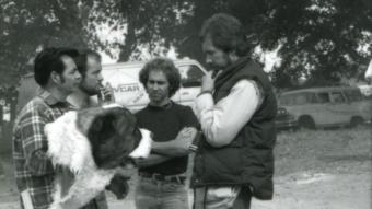 Lewis Teague oraz Karl Lewis z głową Cujo (2) - obrazek