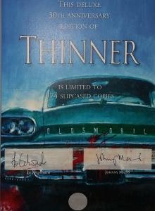 """Thinner"" 30th Anniversary Edition - strona z autografami Lesa Edwardsa i Johnny'ego Mainsa - obrazek"