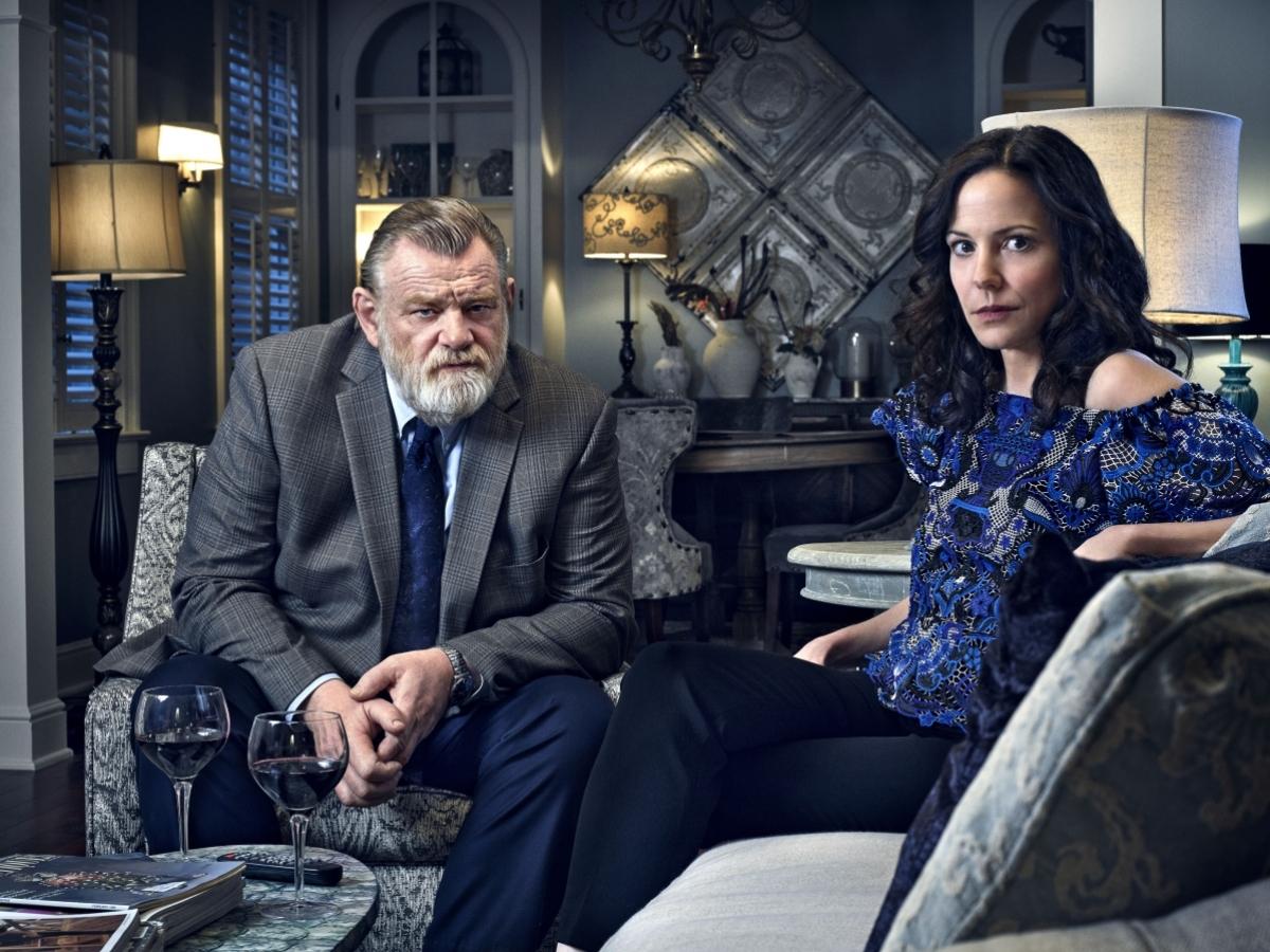 Brendan Gleeson (Bill Hodges) i Mary Louise-Parker (Janey Patterson) - obrazek