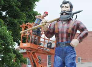 Posąg Paula Bunyana umieszono w Memorial Park - obrazek