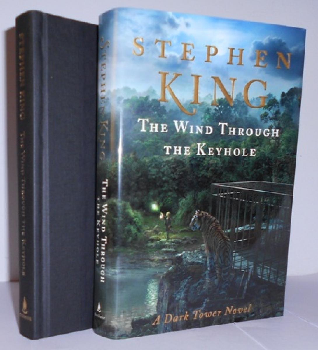 """The Wind Through the Keyhole"" - książka i obwoluta - obrazek"
