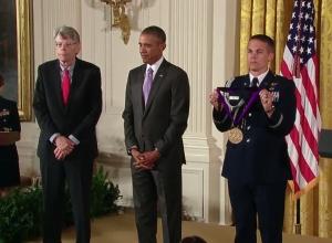 Stephen King - National Medal of Arts 02 - obrazek