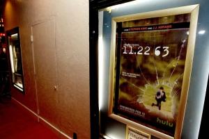 Dallas 63 Regency Bruin Theatre - plakat 2 - obrazek