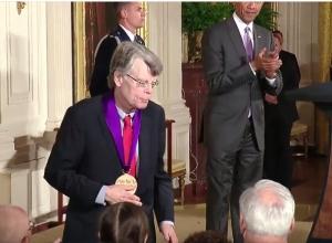 Stephen King - National Medal of Arts 07 - obrazek