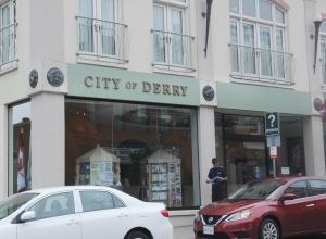 Centru Turystyki Port Hope zmieniło się w siedzibę władz miasta Derry - obrazek