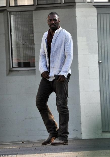 Idris Elba - The Gunslinger (5)