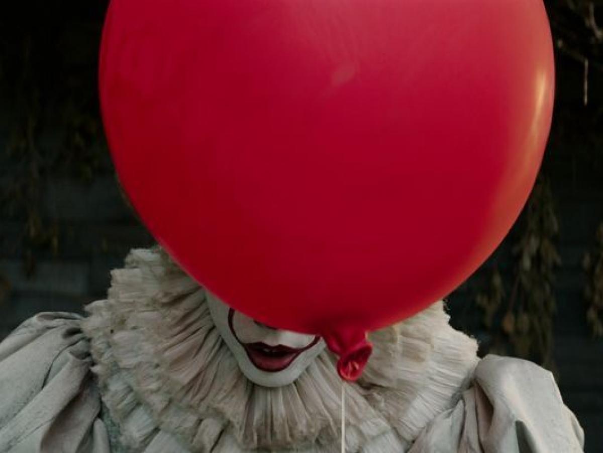 To - kadr z filmu 001 (zdjęcie Warner Bros) - obrazek