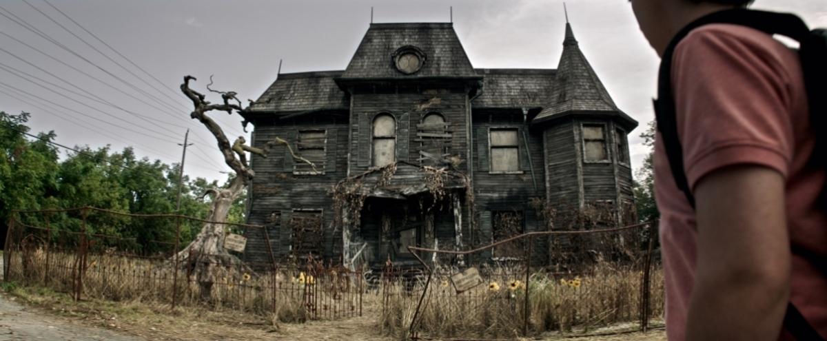 Dom przy Neibolt Street - kadr z filmu - obrazek