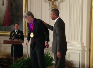 Stephen King - National Medal of Arts 06 - obrazek
