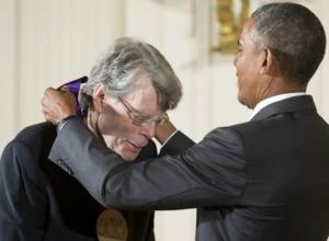 Stephen King - National Medal of Arts 04 - obrazek