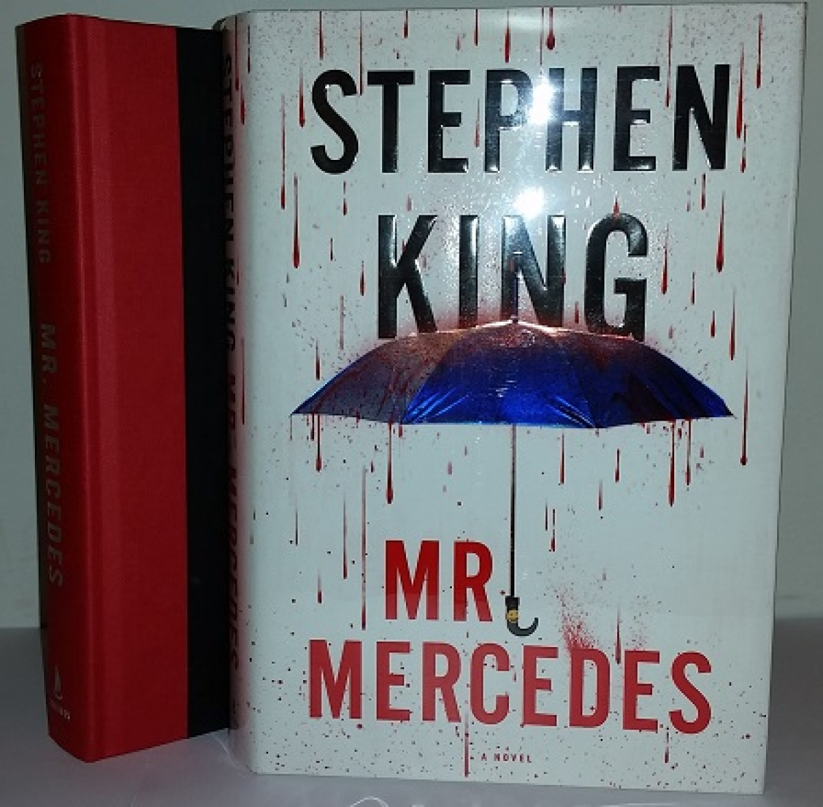 """Mr. Mercedes"" - książka i obwoluta - obrazek"