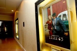 Dallas 63 Regency Bruin Theatre - plakat 1 - obrazek